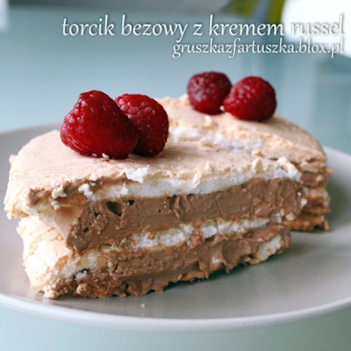 bezowy tort z kremem russel na drugie urodziny bloga!