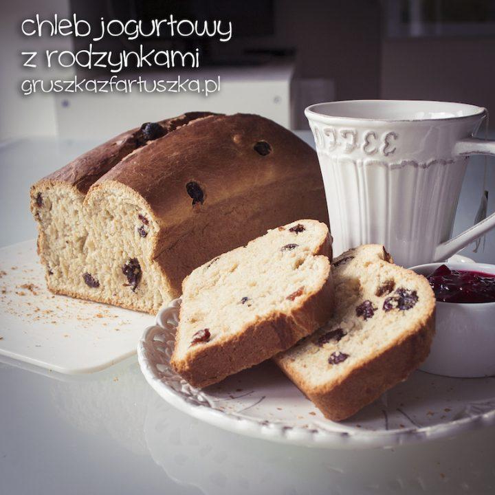 chleb jogurtowy z rodzynkami