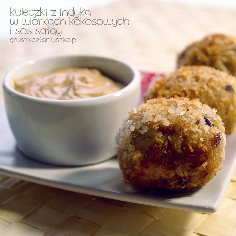kuleczki z indyka w wiórkach kokosowych i sos satay