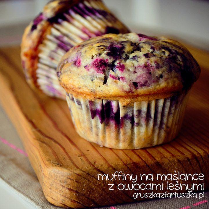 muffiny na maślance z owocami leśnymi