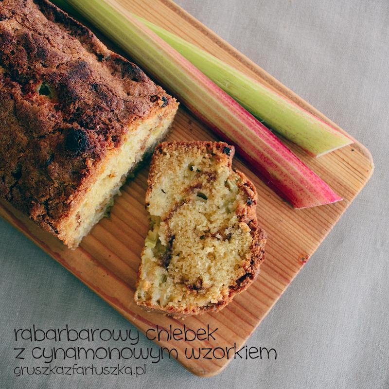 chlebek rabarbarowy z cynamonowym wzorkiem