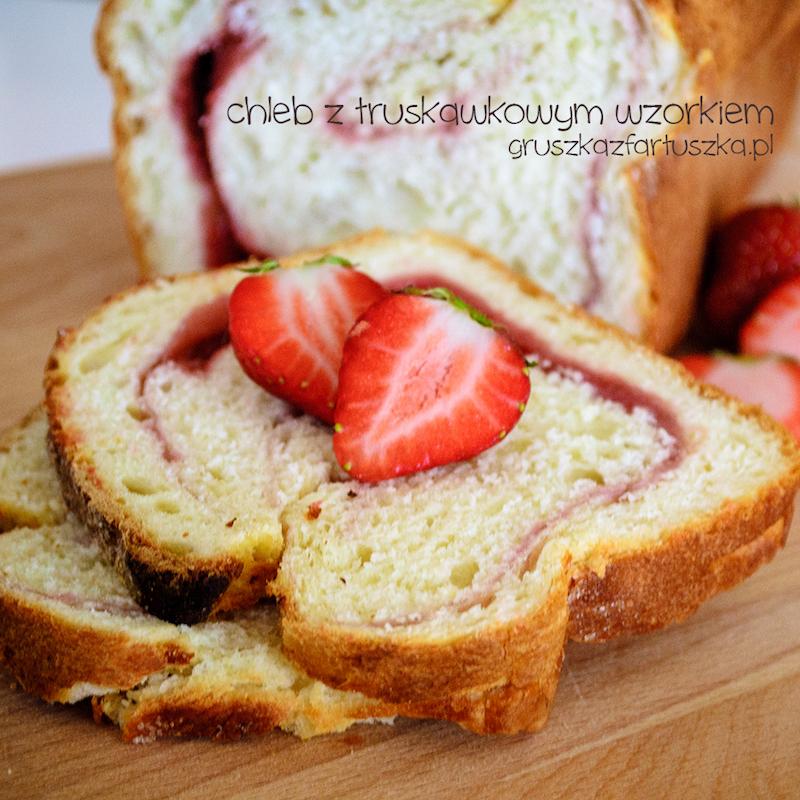 chleb z truskawkowym wzorkiem