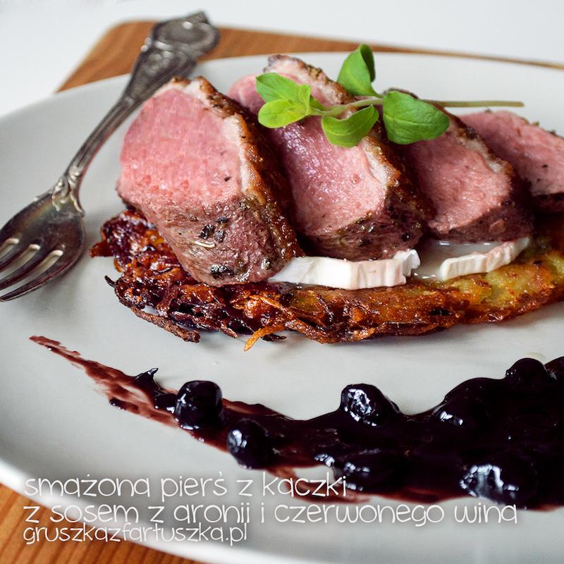 smażona pierś z kaczki z sosem z aronii i czerwonego wina