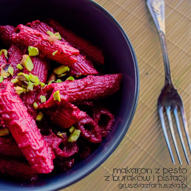 makaron z pesto z buraków i pistacji