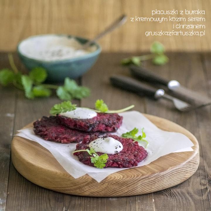 placuszki z buraka z kremowym kozim serem i chrzanem