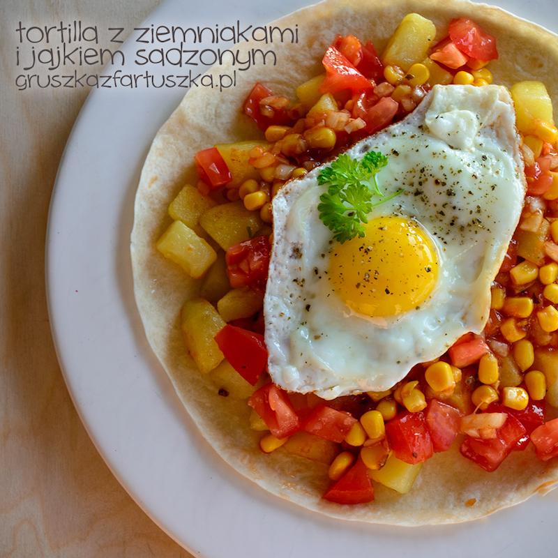tortilla z ziemniakami i jajkiem sadzonym