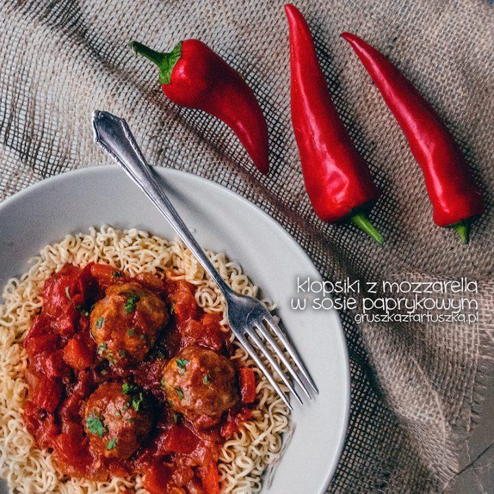klopsiki z mozzarellą w sosie paprykowym