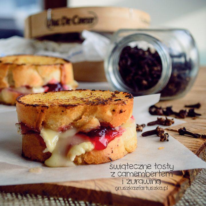świąteczne tosty z camembertem i żurawiną