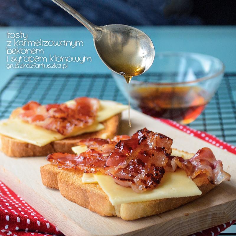 tosty z karmelizowanym bekonem i syropem klonowym