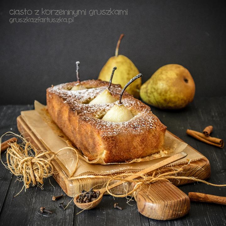 ciasto z korzennymi gruszkami