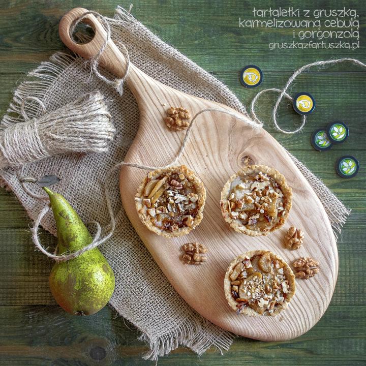 tartaletki z gruszką, karmelizowaną cebulą i gorgonzolą oraz