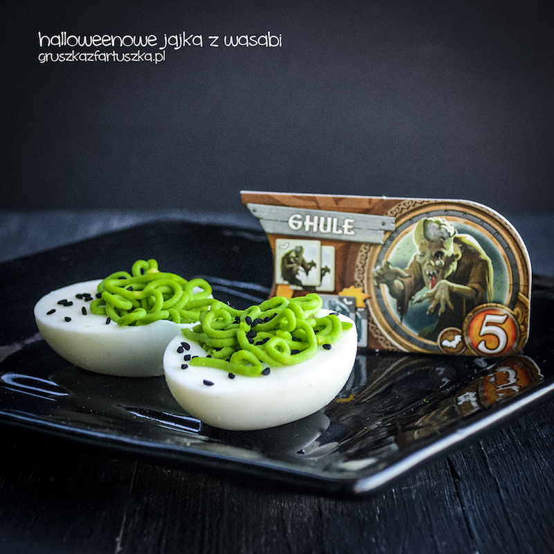 halloweenowe jajka z wasabi