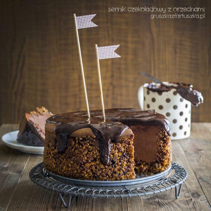 sernik czekoladowy z orzechami
