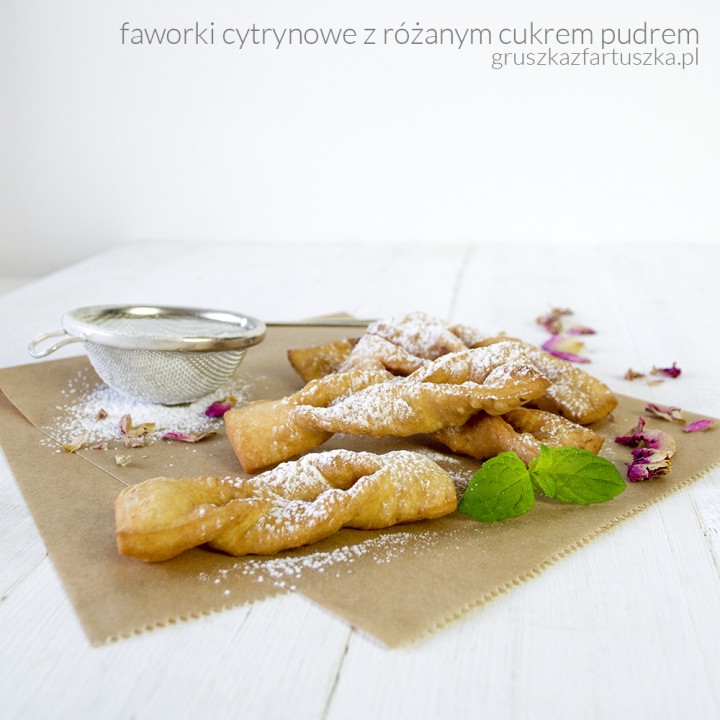 cytrynowe faworki z różanym cukrem pudrem