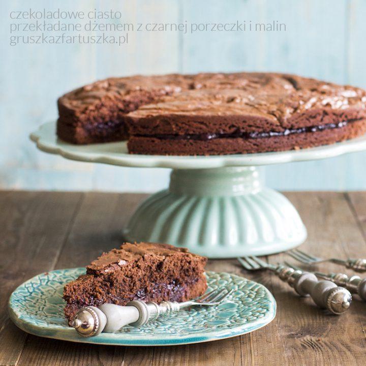 czekoladowe ciasto z dżemem porzeczkowo-malinowym