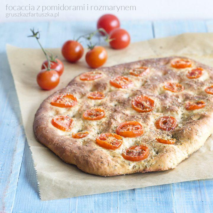 focaccia z pomidorami i rozmarynem
