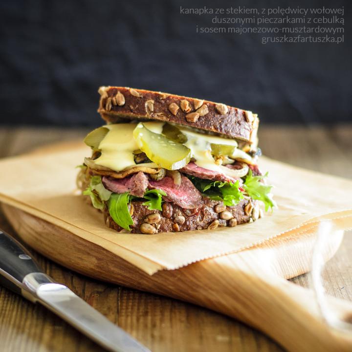 kanapka ze stekiem z polędwicy wołowej i test noży Sako