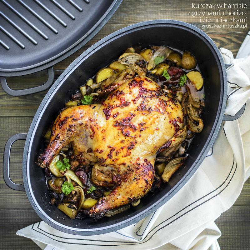 kurczak w harrisie z grzybami, chorizo i ziemniaczkami