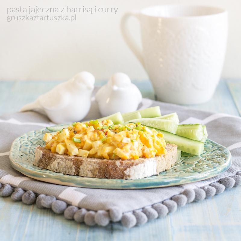 pasta jajeczna z harrisą i curry