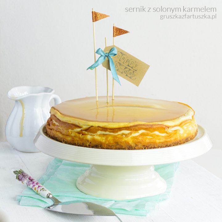 urodzinowy sernik z solonym karmelem