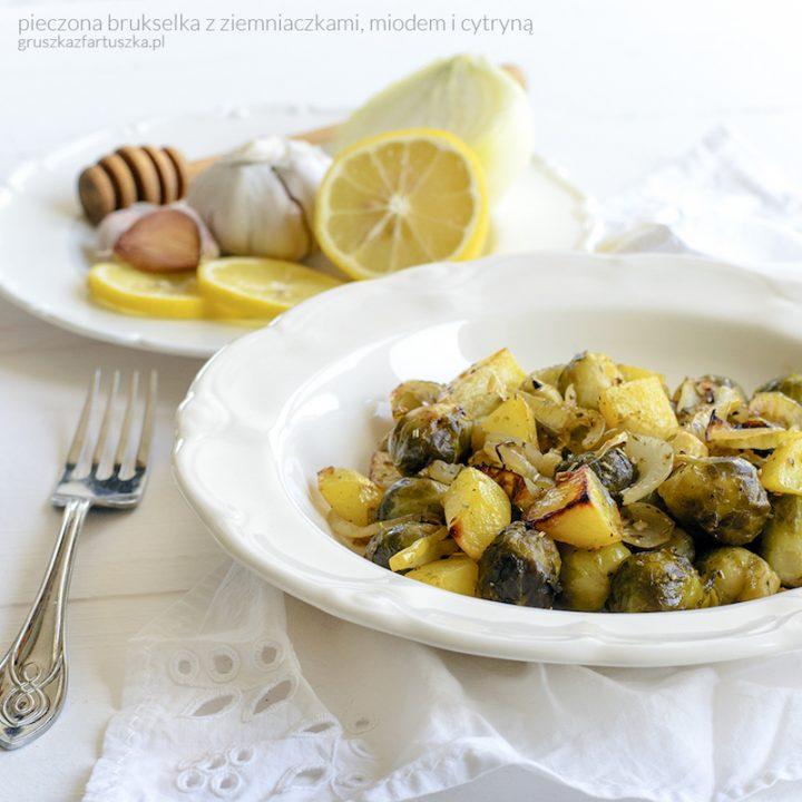 pieczona brukselka z ziemniaczkami, miodem i cytryną