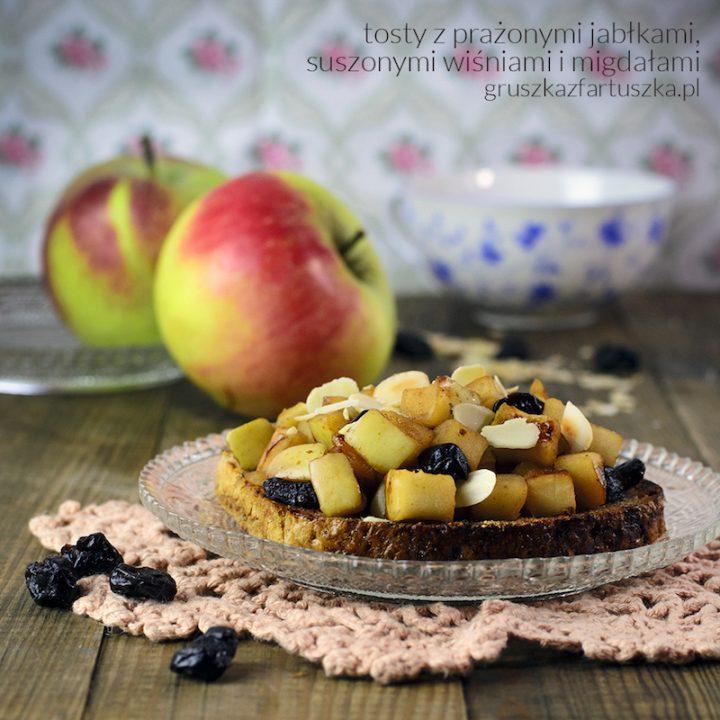 tost z prażonymi jabłkami, suszoną wiśnią i migdałami