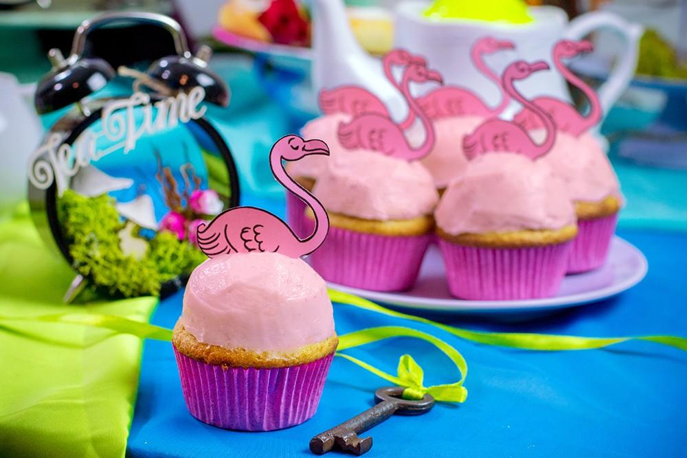 truskawkowe różowe muffinki flamingi
