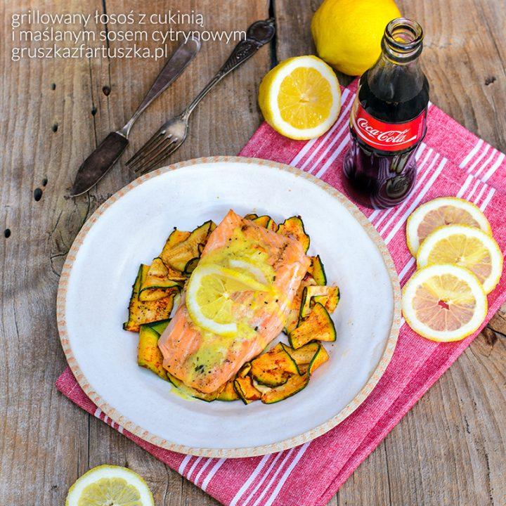 grillowany łosoś z cukinią i maślanym sosem cytrynowym