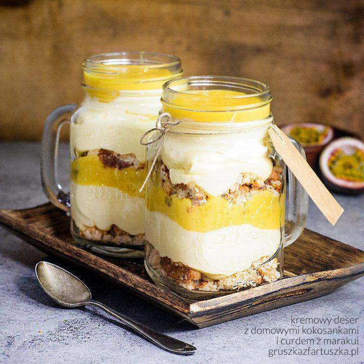 kremowy deser z domowymi kokosankami i curdem z marakui