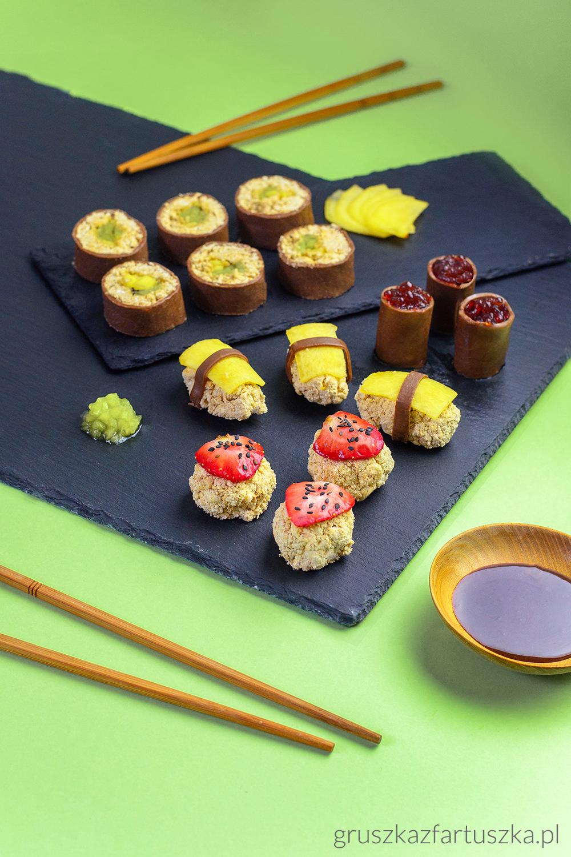 słodkie sushi z owocami