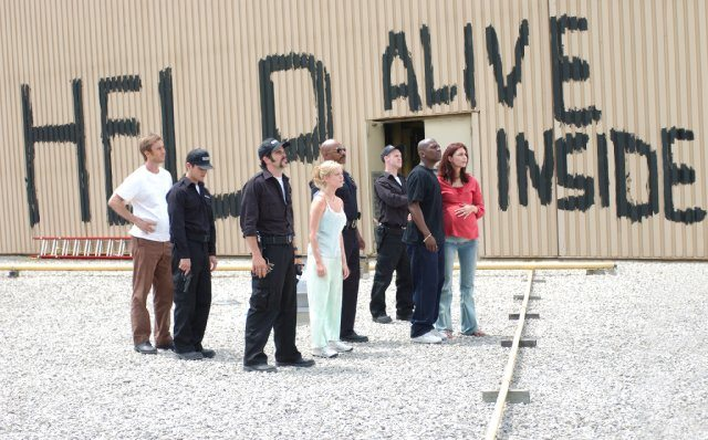 dawn-of-the-dead-2004-alive-inside