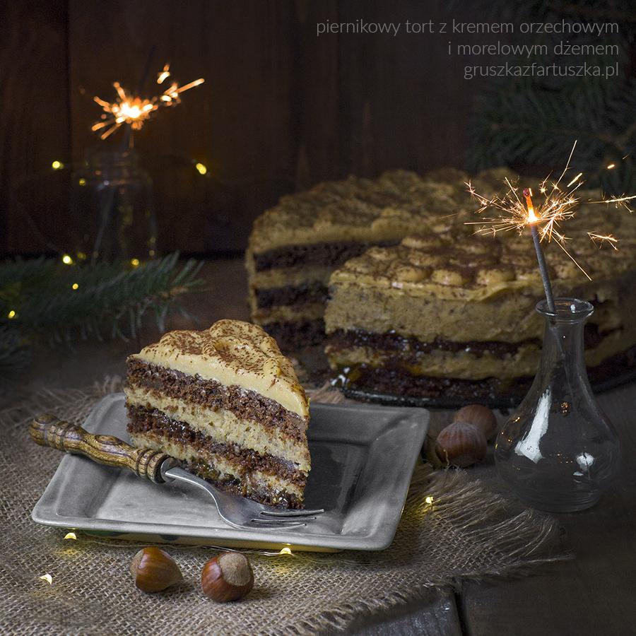 piernikowy tort z kremem orzechowym