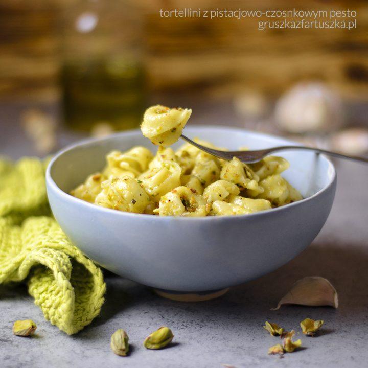 tortellini z czosnkowo-pistacjowym pesto