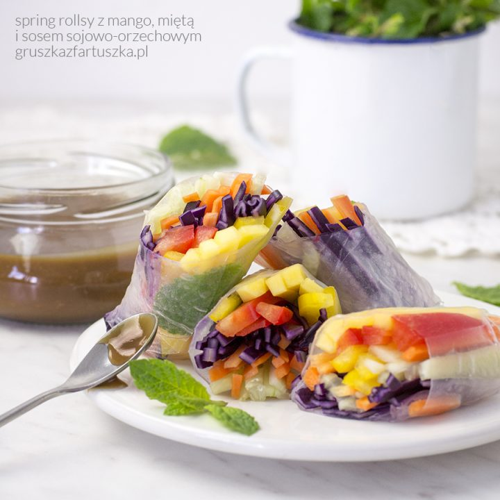 spring rollsy z mango i sosem orzechowym
