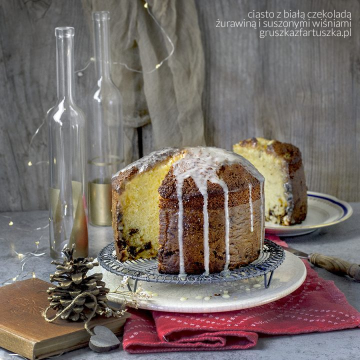 Ciasto z białą czekoladą, żurawiną i suszonymi wiśniami